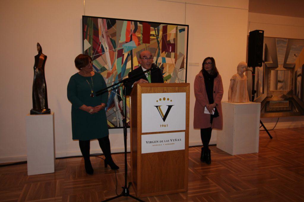 El Presidente de Virgen de las Viñas junto a representantes del gobierno autonómico y municipal