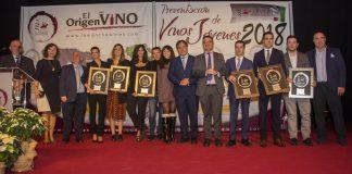 Foto de familia de los Premios Jóvenes Solidarios DO La Mancha