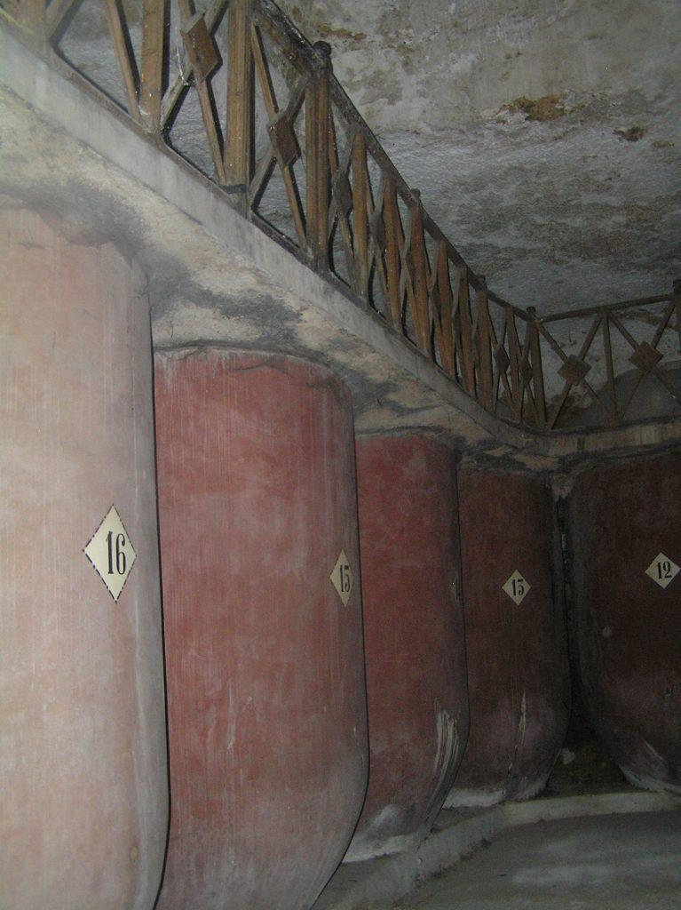 Cueva típica tomellosera