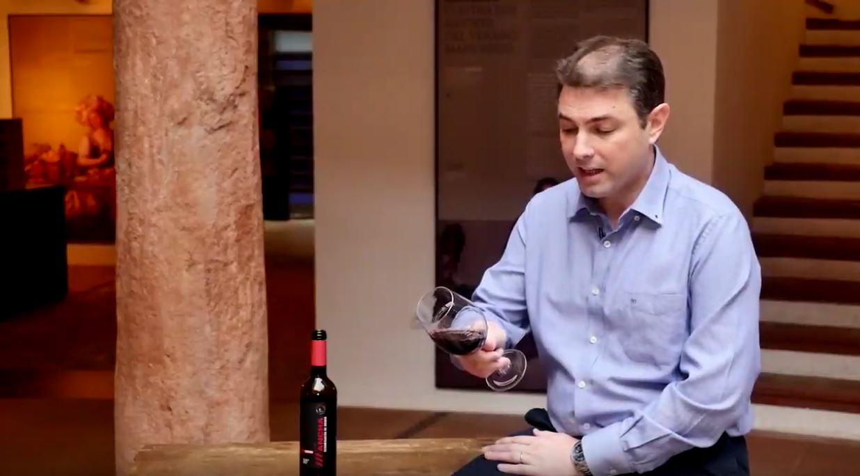 catar un vino reserva coupage de La Mancha - Fase visual