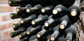 Botellas dispuestas de manera horizontal para conservar mejor el vino