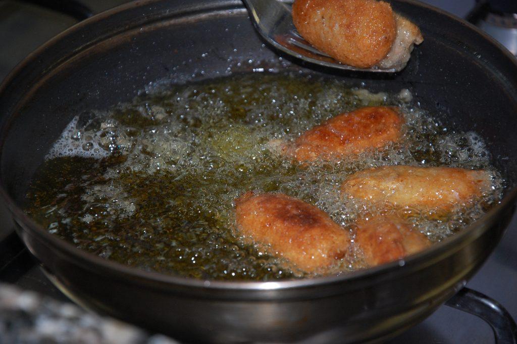 El aceite es fundamental para evitar errores en el cocinado de la croqueta