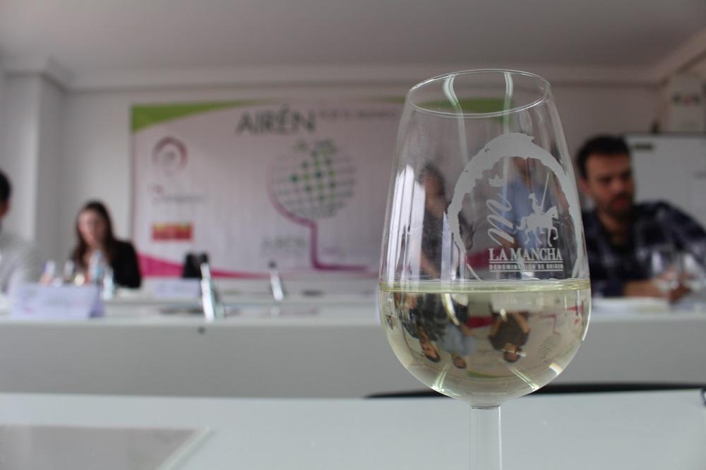 Airén por el mundo quiere prestigiar la calidad de la uva