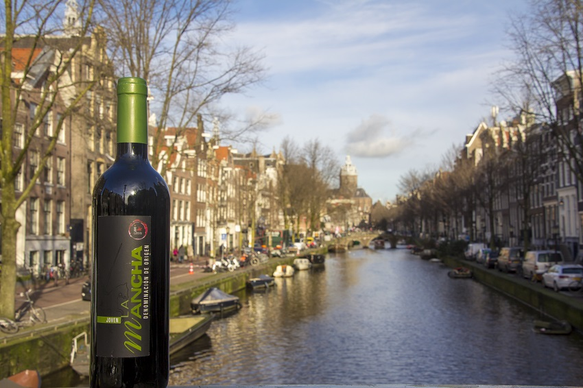 Un tinto DO La Mancha en Holanda