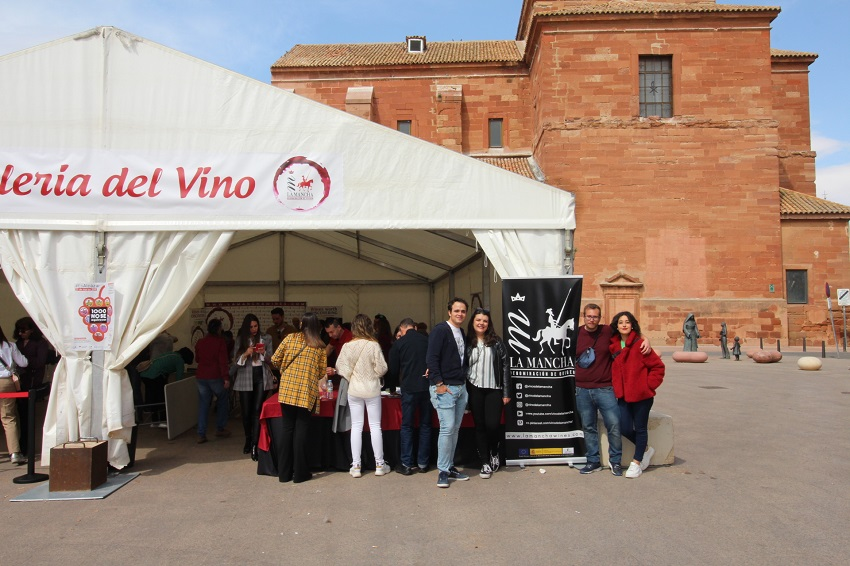 Carpa en la plaza de Santa Quitería para la galería del vino