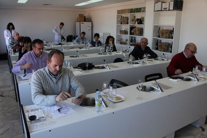 Jurado de cata reunido el pasado mes de febrero. Premios a la calidad vinos DO La Mancha