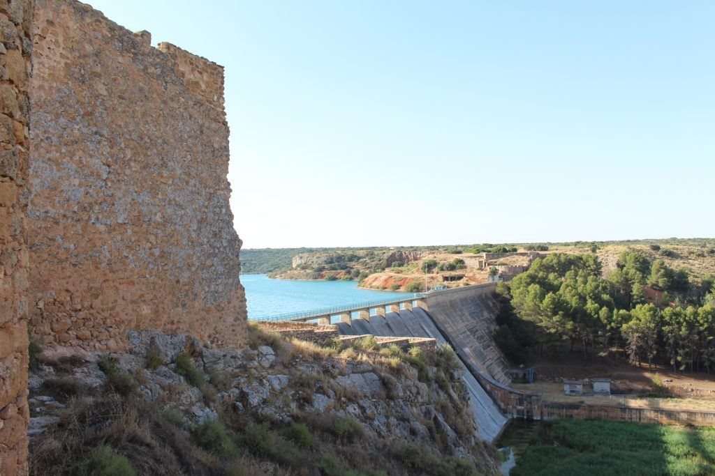 El castillo fue edificado aprovechando las defensas naturales del valle