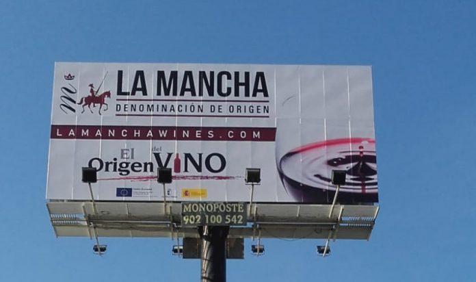 Monoposte de los vinos DO La Mancha en las carreteras