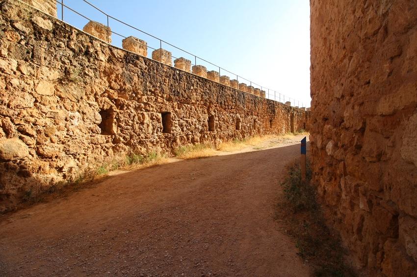 Murallas y antemurallas del Castillo de Peñarroya