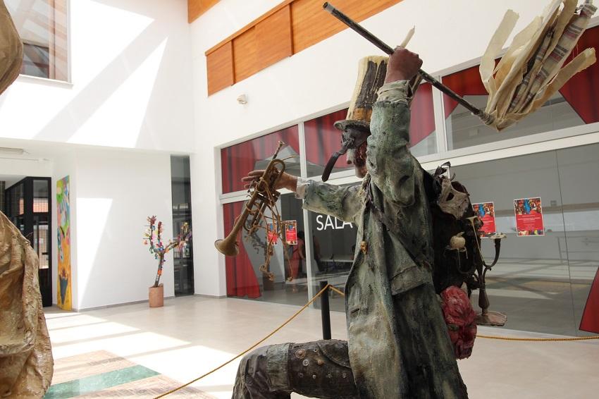 Escultura en homenaje al carnaval de Tarazona de la Mancha