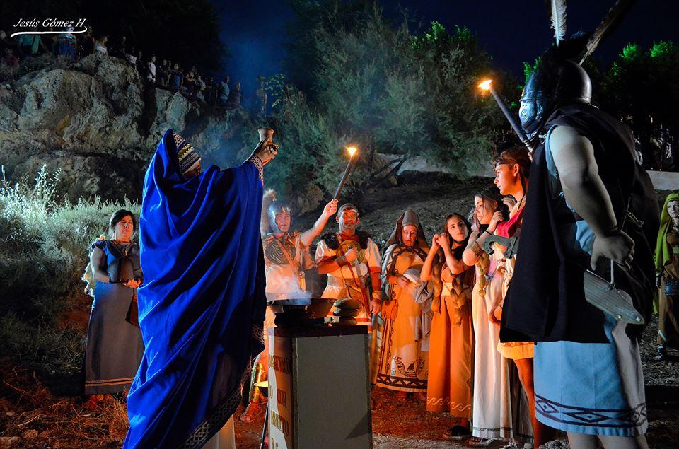 Recreación de los rituales funerarios íberos. Imagen cedida por la Asociación Tierra Roja de Alhmabra