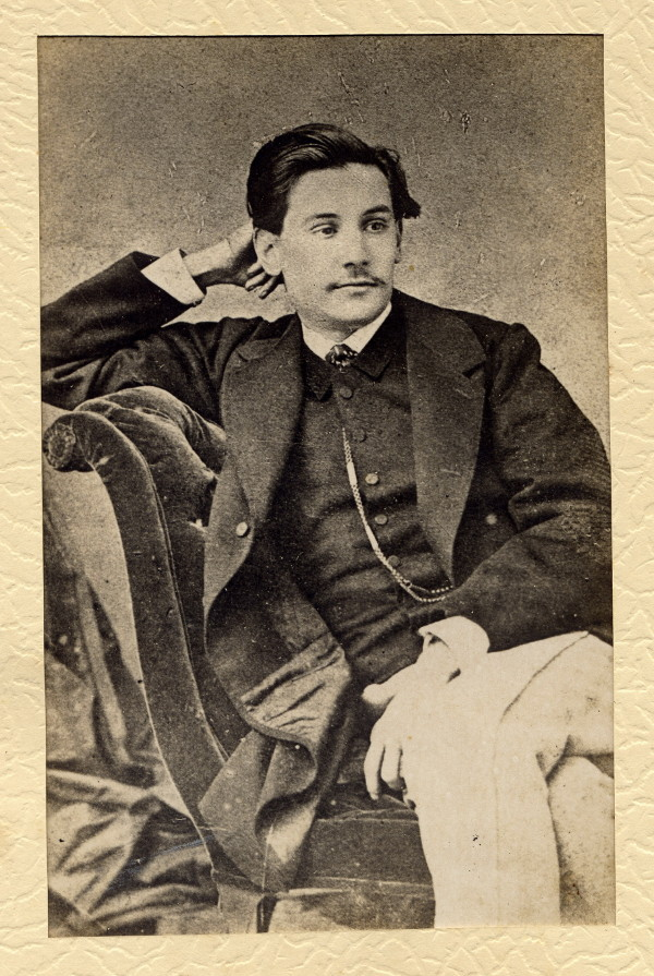 Benito Pérez Galdós a los 19 años. Foto de la Casa Museo Benito Pérez Galdós