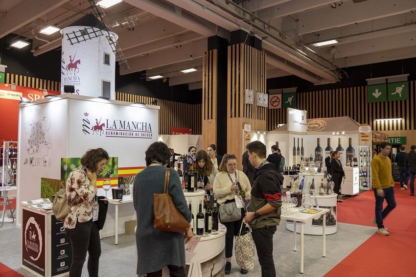 En el stand DO La Mancha en Wine París