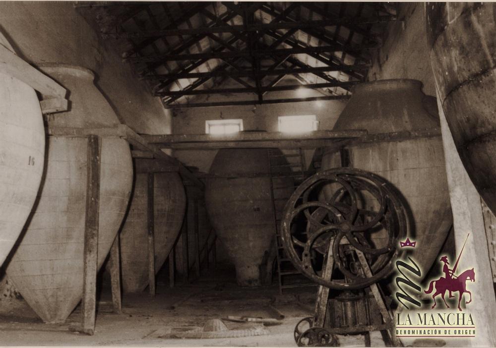 Tinajas de barro para vino para poner en valor el papel de las mujeres en la viticultura