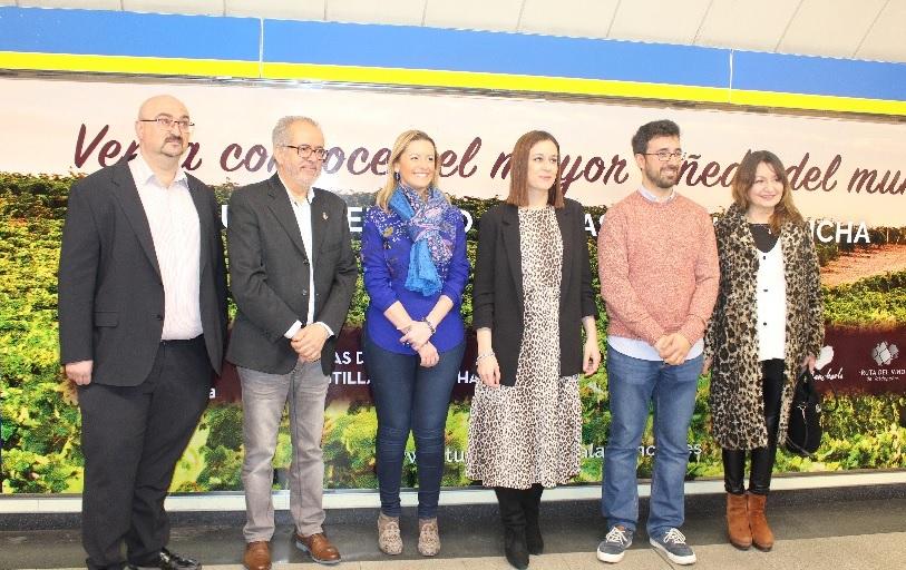 Responsanles de las rutas del vino de CLM con la director general de Turismo, Ana Isabel Fernández