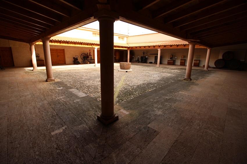 Patio en el interior de la sede del Consejo Regulador