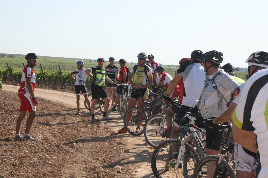 Los participantes hicieron paradas en los viñedos en una ruta realizada en 2014