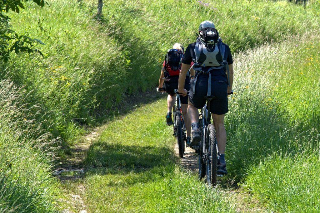 Recorrer la naturaleza en bici puede ser relajante