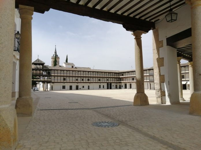 Plaza mayor emblema en Tembleque
