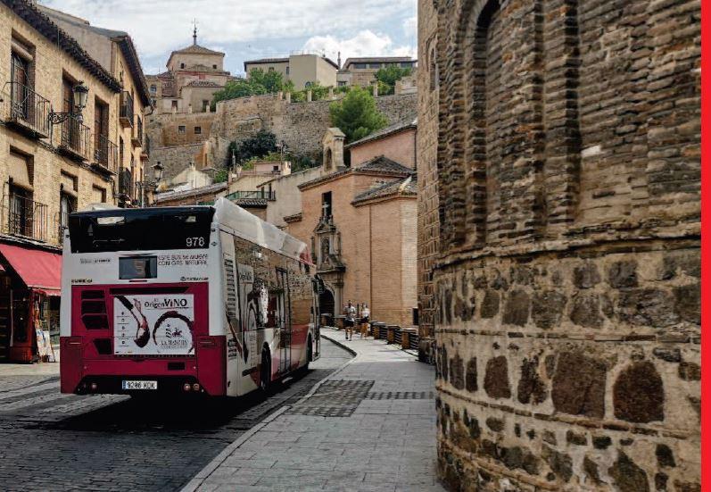 Autocar subiendo la cuesta a Zocodover en Toledo