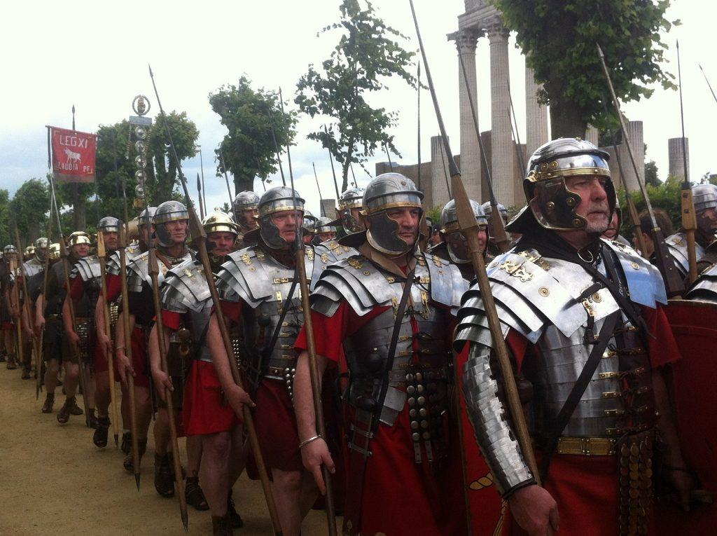 Recreación histórica de las legiones romanas. Imagen de Sprachprofi para Pixabay