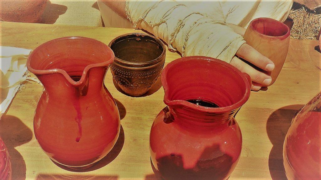 Recreación de vasos de vino en Roma