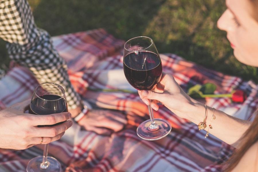 El vino tinto contiene resveratrol, un antioxidante para prolongar la juventud
