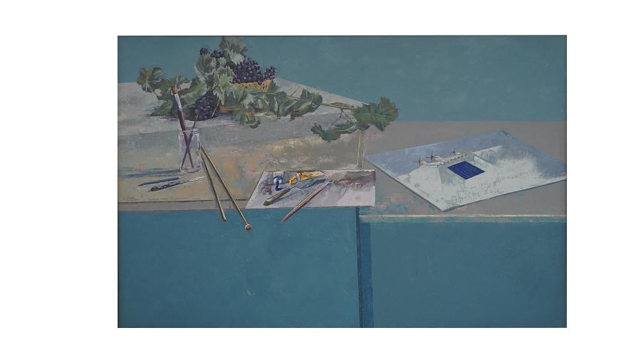 Mesa de trabajo en La Mancha.Sobre la mesa vemos un lienzo, lápices, pinceles...