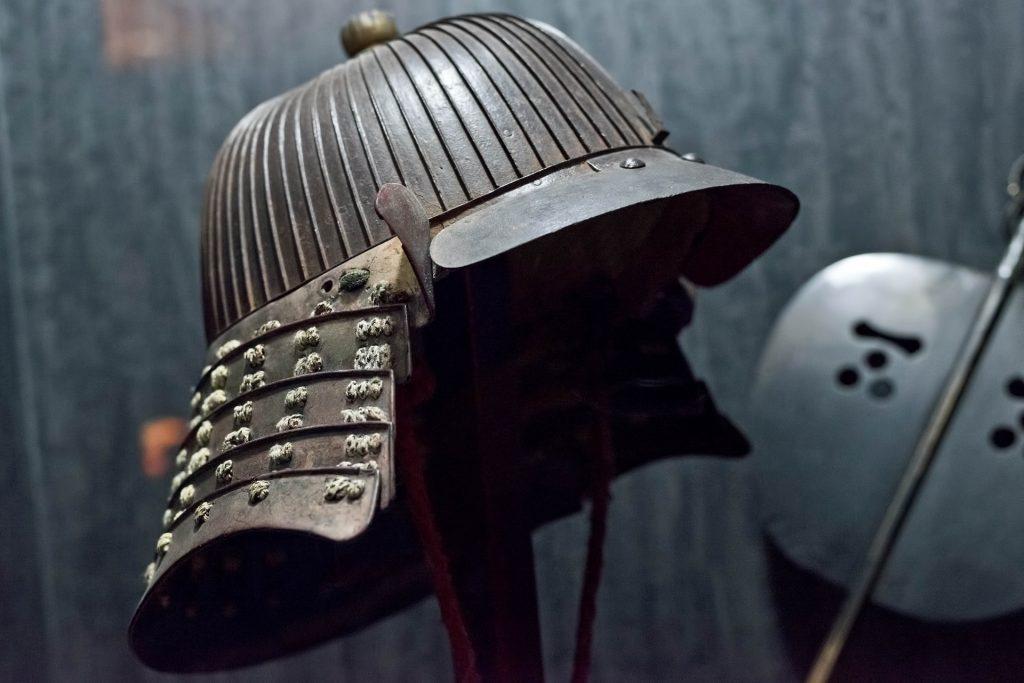 Yelmo samurái, típico de Japón. Imagen de Pixabay