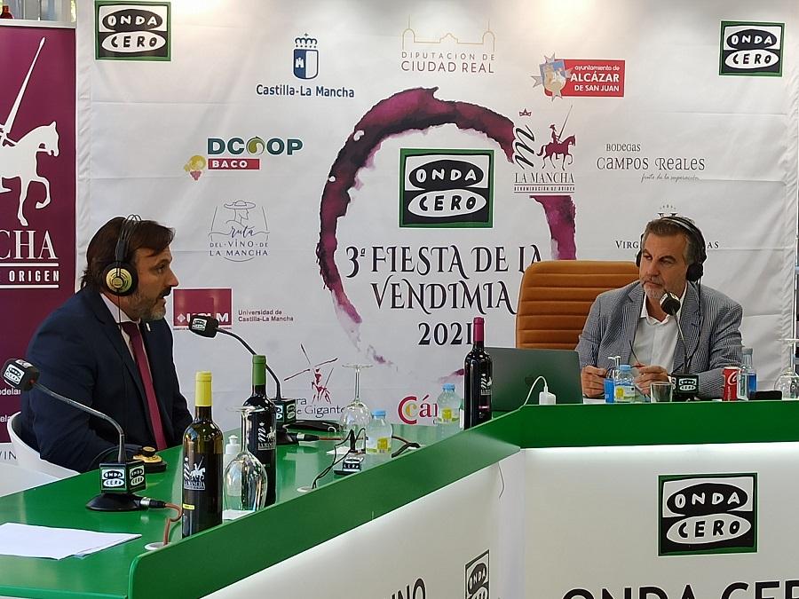 Carlos Alsina entrevista a Carlos D. Bonilla en la III Fiesta de la Vendimia en La Mancha