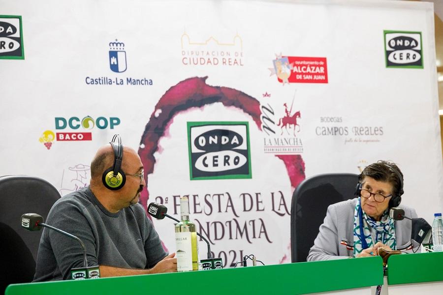 Esther Eiros entrevista a Ángel Ortega en la III Fiesta de la Vendimia en La Mancha